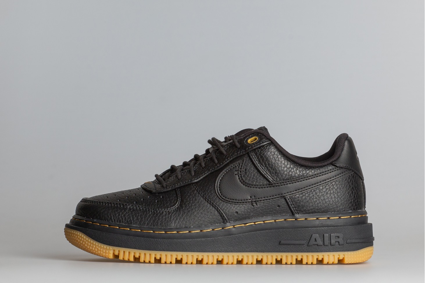 Air Force 1 Luxe-1